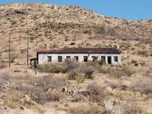 <b>Mine HQ building.</b><br> This is the largest structure remaining in the private property mine on the trip in.