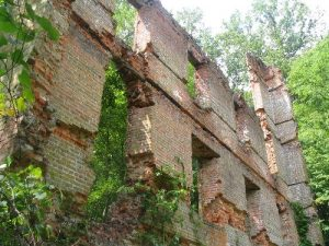 <b>Mill Ruins</b><br> Wall remants of the old mill that remain after Sherman's troops burned it in the 1860's. It's amazing that the five story building is still standing today.
