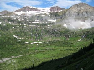 <b>Hole-in-the-Wall</b><br> The trail goes around the wall of this cirque as it climbs to Boulder Pass.